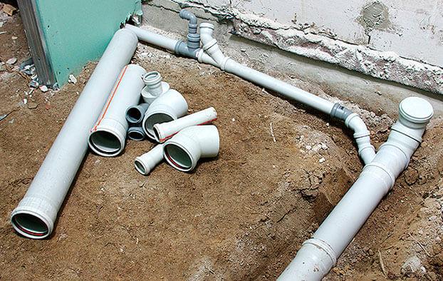 تركيب أنابيب الصرف الصحي بأيديهم خيارات وأساليب تركيب أنابيب الصرف الصحي